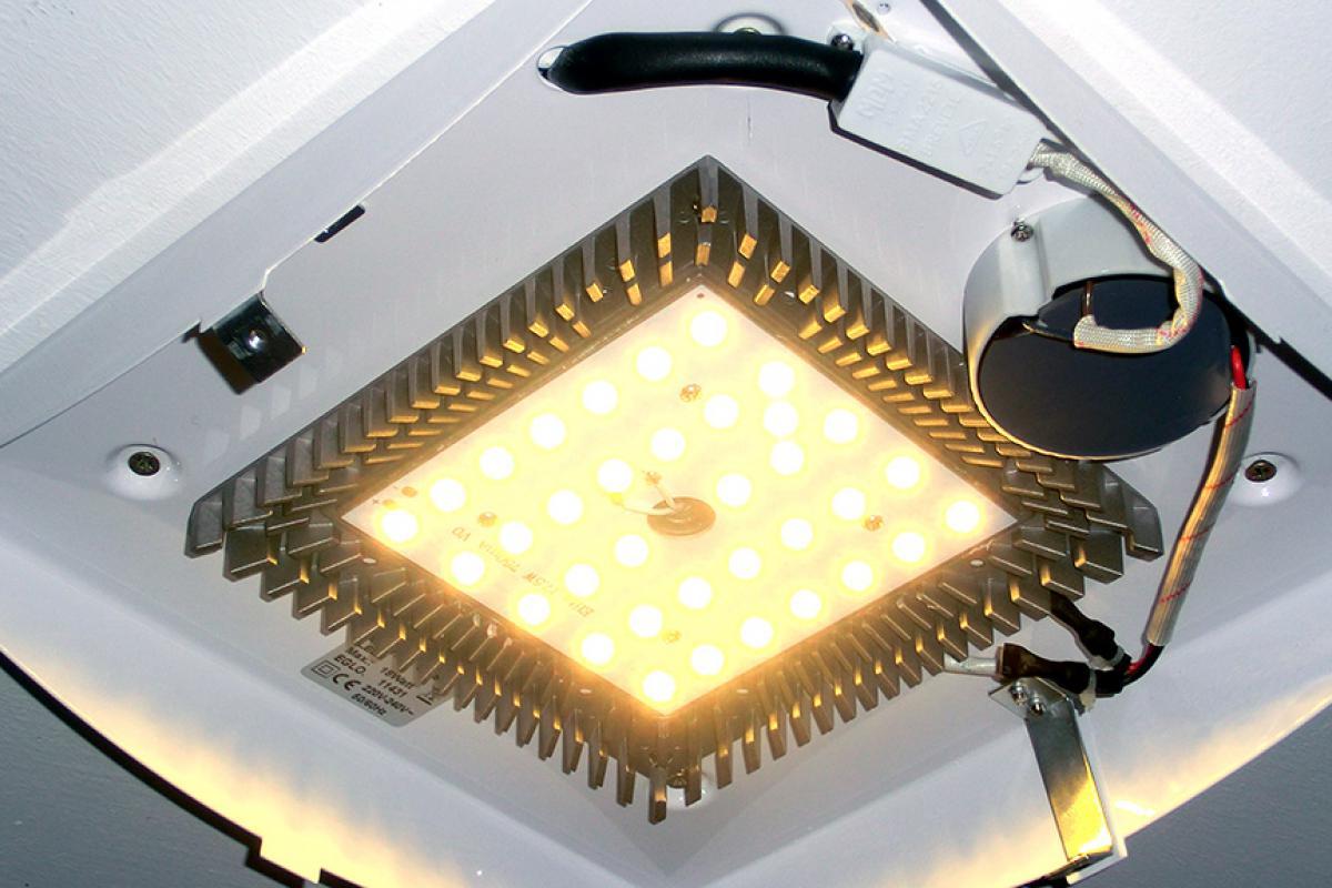 Full Size of Holzlampe Decke Deckenleuchte Bad Deckenlampe Schlafzimmer Deckenleuchten Wohnzimmer Lampe Badezimmer Tagesdecke Bett Modern Decken Led Küche Deckenlampen Wohnzimmer Holzlampe Decke