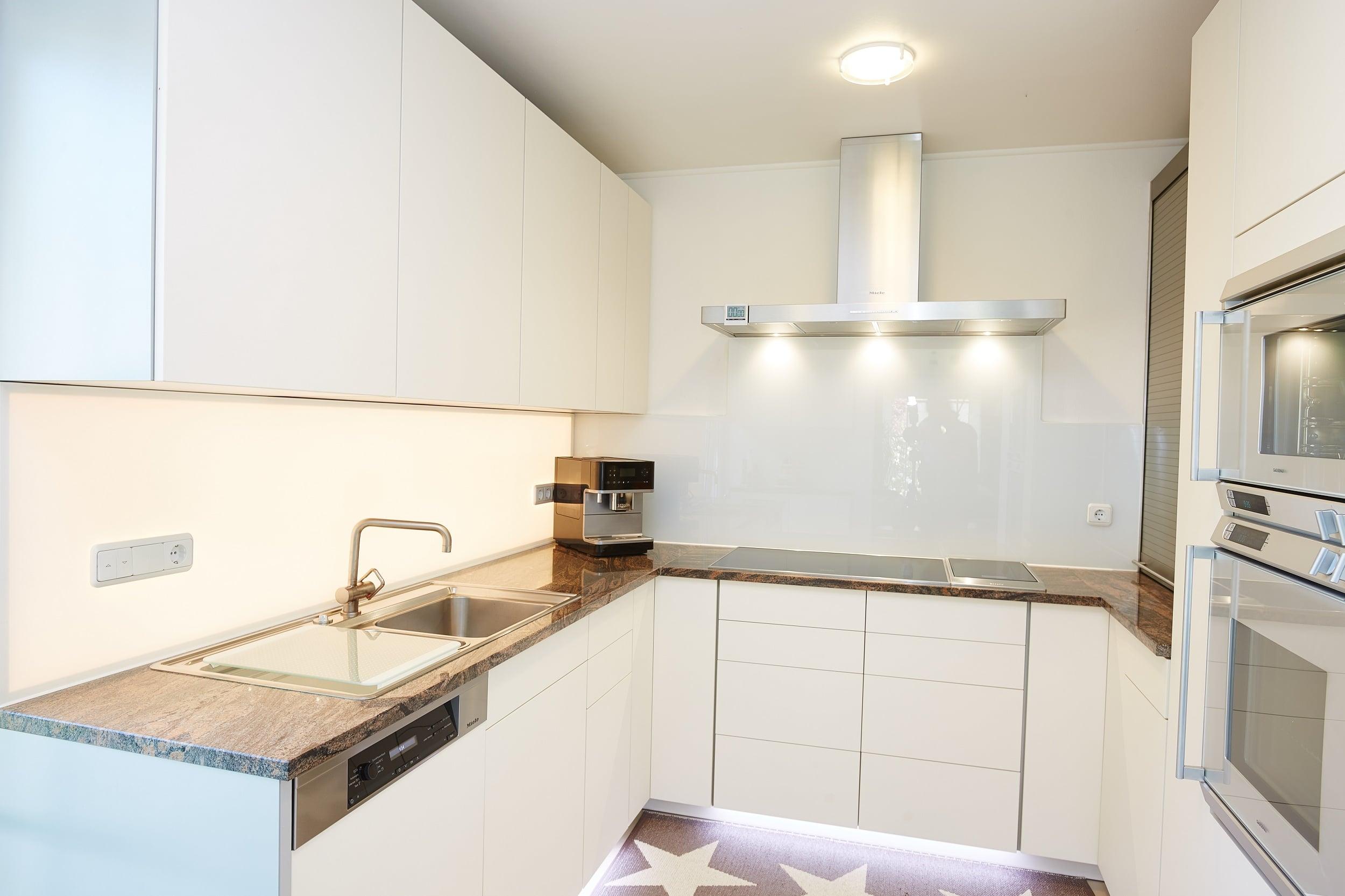 Full Size of Helle Kche Mit Dunkler Arbeitsplatte Elha Service Kchenblog Wohnzimmer Magnolia Farbe