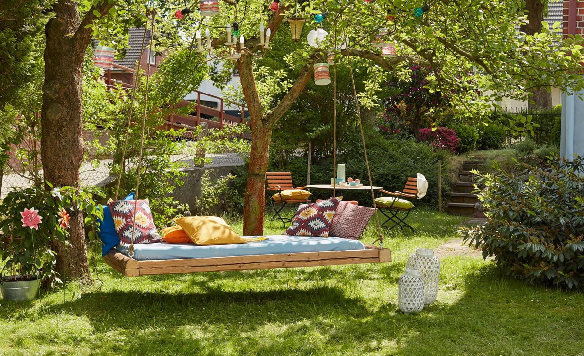 Full Size of Outdoor Bett Mit Baldachin Better Homes And Gardens Sectional Beetles Ed Small Rugs Flying String Lights Garden Manteau Betty Barclay Balkon Cushions For Wohnzimmer Outdoor Bett