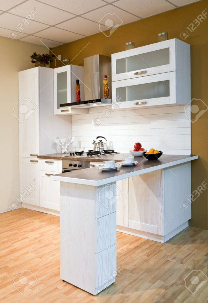 Medium Size of Stil Kchentheke Mit Zubereitung Von Speisen Lizenzfreie Wohnzimmer Küchentheke