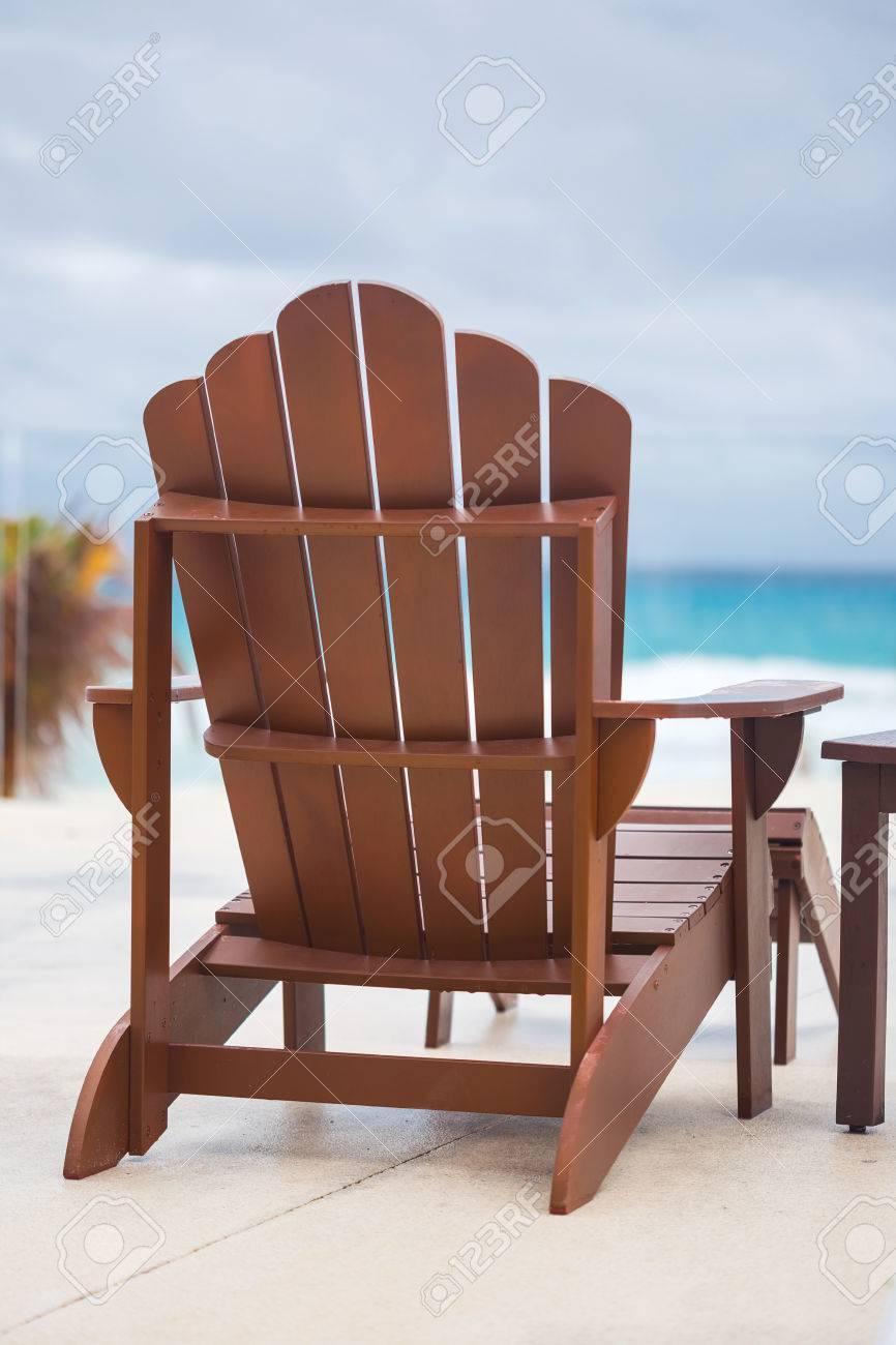 Full Size of Liegestuhl Holz Auf Luxus Resort In Nhe Von Karibik Betten Fenster Alu Holzofen Küche Holzhaus Garten Vollholzküche Esstisch Massivholz Esstische Spielhaus Wohnzimmer Liegestuhl Holz