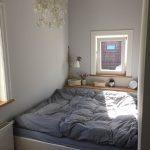 Groes Bett Im Mini Zimmer Heart Schlafzimmer Gestalten Vorhänge Deckenleuchte Sessel Landhausstil Weiß Set Mit überbau Massivholz Romantische Schrank Wohnzimmer Schlafzimmer Ideen