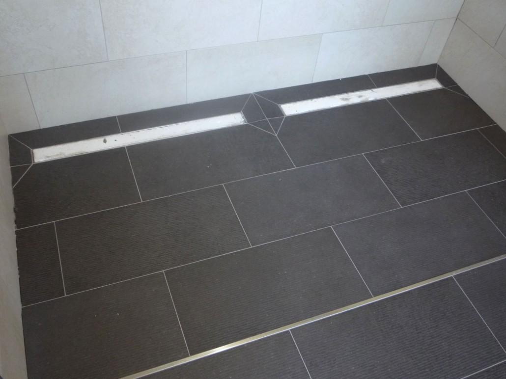 Full Size of Fliesen Dusche Leistungen Renovierung Catalin Bodengleiche Duschen Bad Renovieren Ohne Glaswand Wand Bluetooth Lautsprecher Für Begehbare Tür Pendeltür Dusche Fliesen Dusche