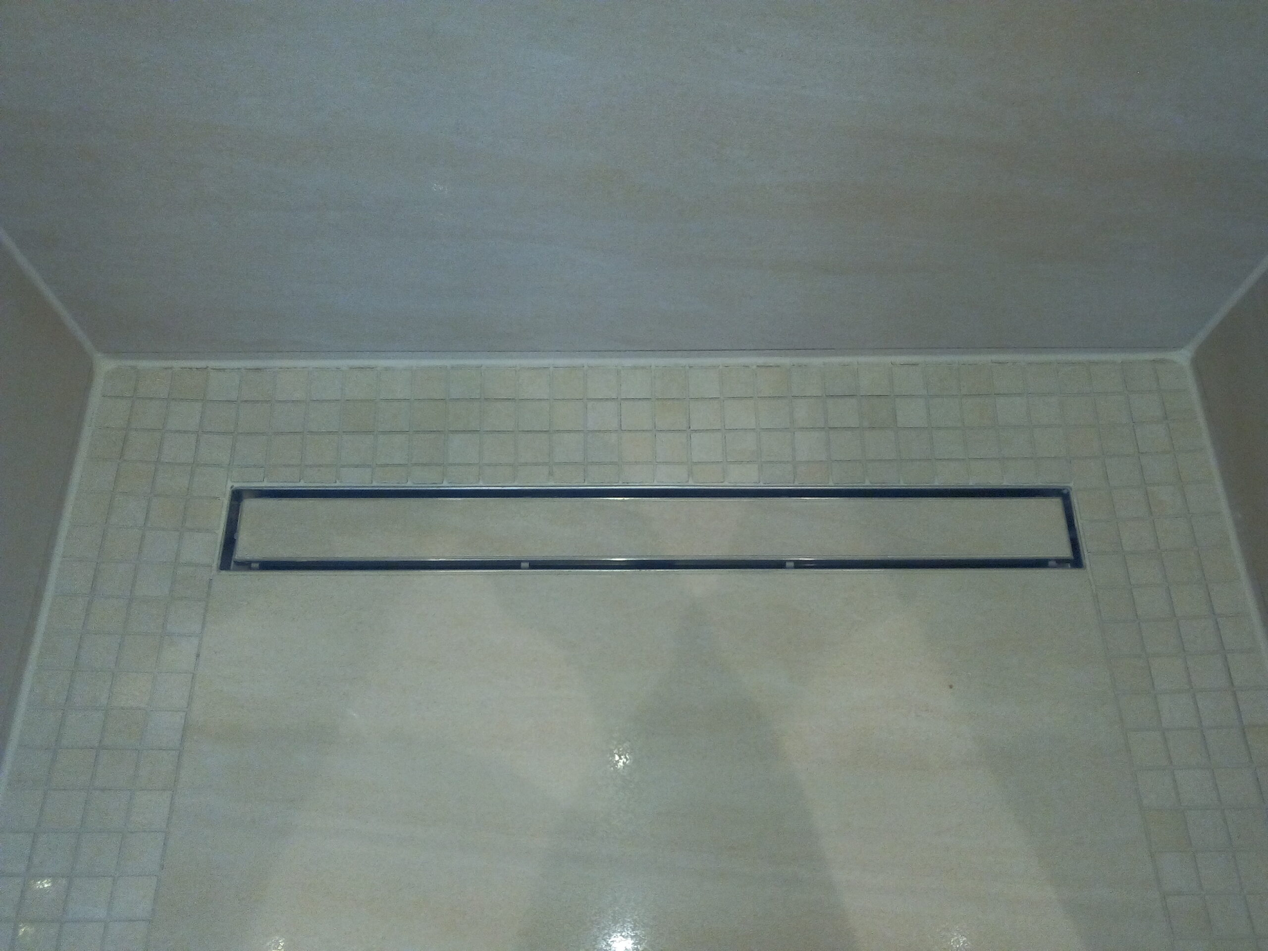 Full Size of Ebenerdige Dusche Badezimmer Sanieren Kaufen Bidet Eckeinstieg Badewanne Mit Tür Und Abfluss Begehbare Fliesen Walk In Duschen Antirutschmatte Mischbatterie Dusche Ebenerdige Dusche