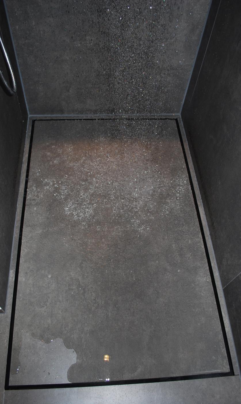 Full Size of Fliesen Dusche Schwarze Reinigen In Der Streichen Hausmittel Mosaik Versiegeln Rutschhemmung Boden Kalk Schimmel Rutschfest Geflieste Duschen Ohne Geflle Mit Dusche Fliesen Dusche