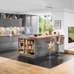 Küche Landhaus Sitzbank Mit Kochinsel Pendelleuchte Geräten Landküche Vorratsschrank Industrielook Musterküche Oberschrank Wohnzimmer Küche