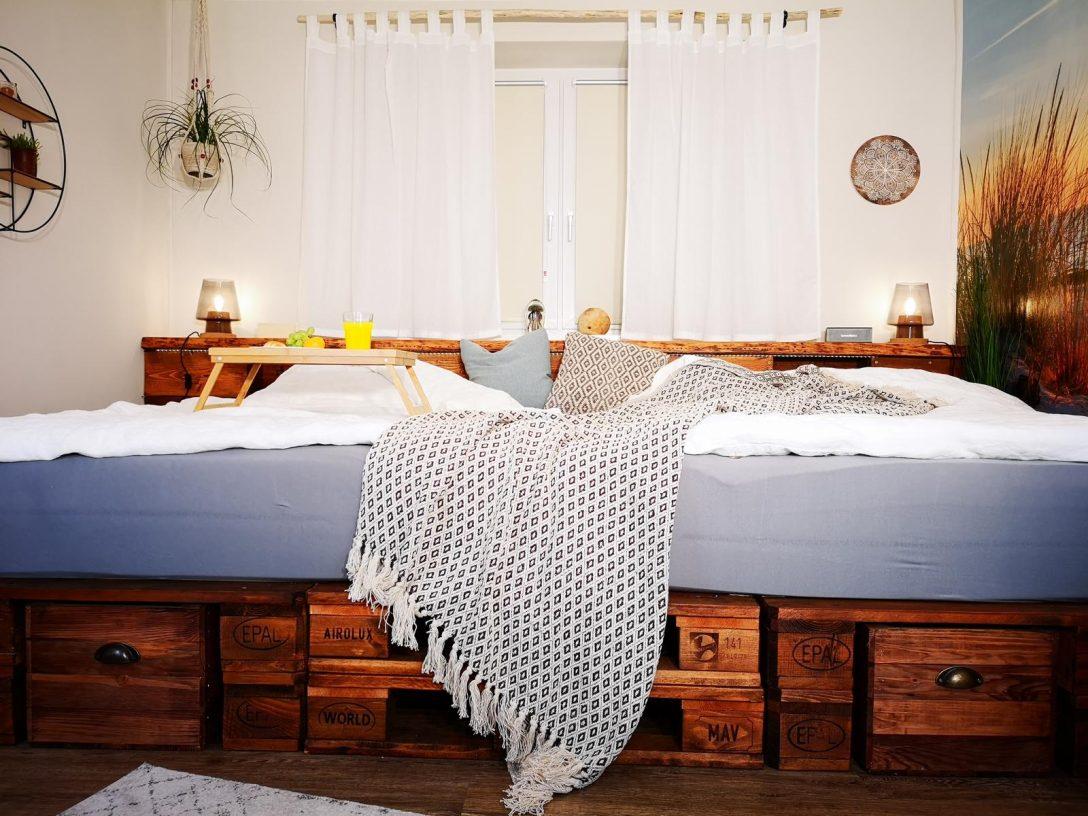 Large Size of Palettenbett Selber Bauen Kaufen Europaletten Betten Bett Kopfteil Machen Regale 140x200 Fenster Einbauen Kosten Einbauküche Bodengleiche Dusche Nachträglich Wohnzimmer Palettenbett Selber Bauen