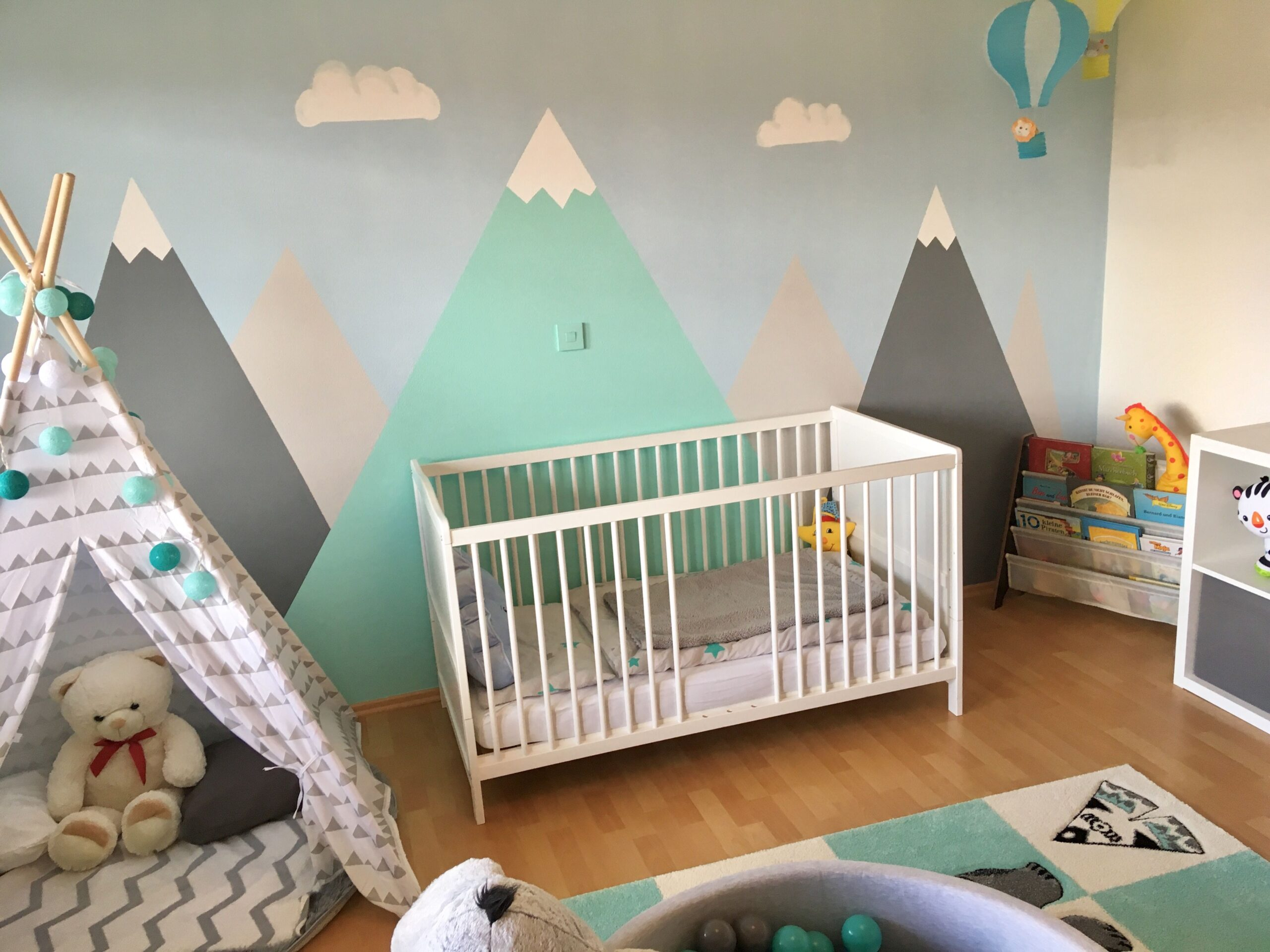Full Size of Kinderzimmer Jungs Junge Berge Mountains Heiluftballon Tipi Indianer Sofa Regal Regale Weiß Kinderzimmer Kinderzimmer Jungs