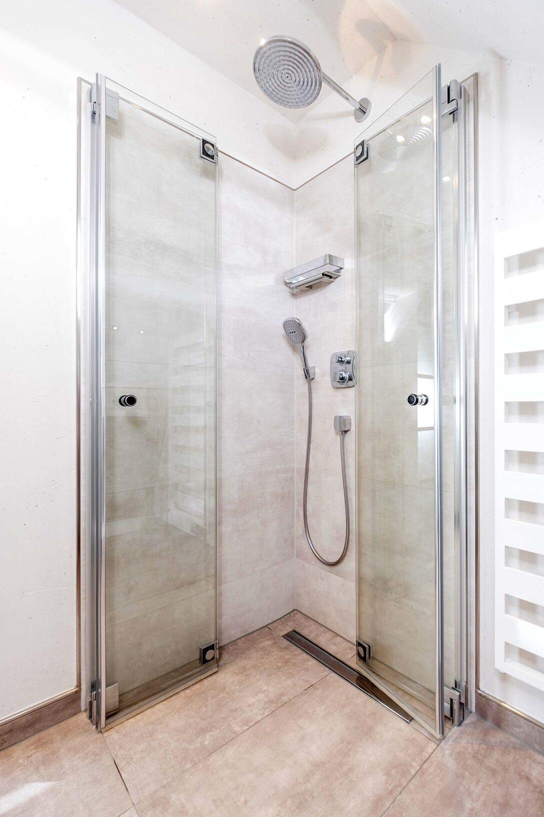 Large Size of Bodenebene Dusche Badezimmer Sprinz Duschen Ebenerdige Kosten Hsk Schulte Bodengleiche Fliesen Badewanne Mit Tür Und Kaufen Abfluss Glaswand Antirutschmatte Dusche Bodenebene Dusche
