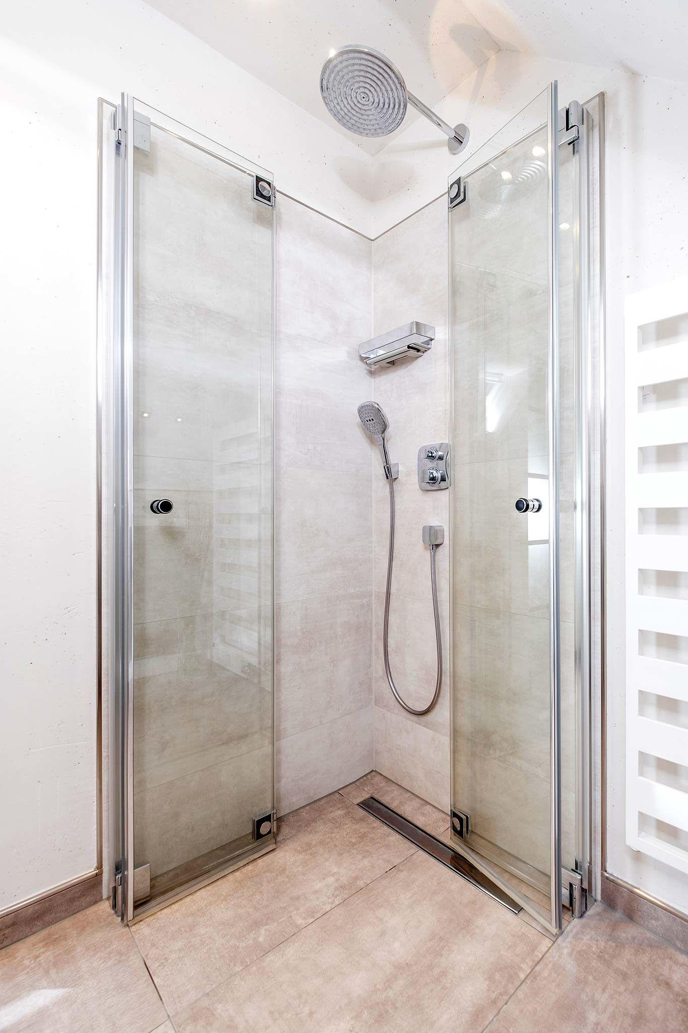 Full Size of Bodenebene Dusche Badezimmer Sprinz Duschen Ebenerdige Kosten Hsk Schulte Bodengleiche Fliesen Badewanne Mit Tür Und Kaufen Abfluss Glaswand Antirutschmatte Dusche Bodenebene Dusche