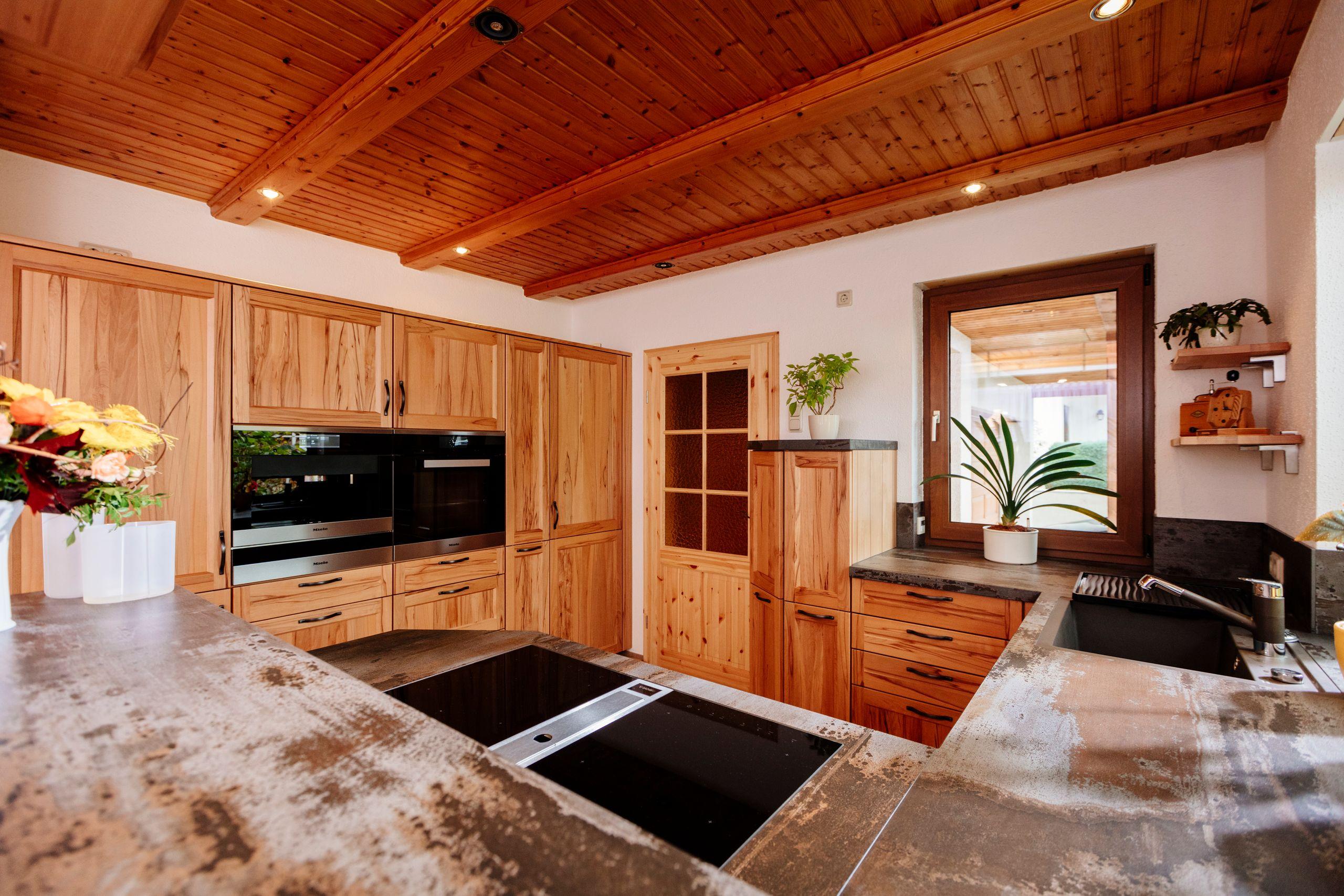 Full Size of Holzküchen Kchenwelten Echtholzkchen Fr Nossen Wohnzimmer Holzküchen