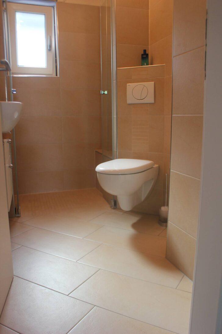 Medium Size of Dusche Ebenerdig Kleines Duschbad Mit Ebenerdiger Rver Und Strber Bodengleich Unterputz Armatur Begehbare Duschen Kaufen Ebenerdige Mischbatterie Einbauen Dusche Dusche Ebenerdig