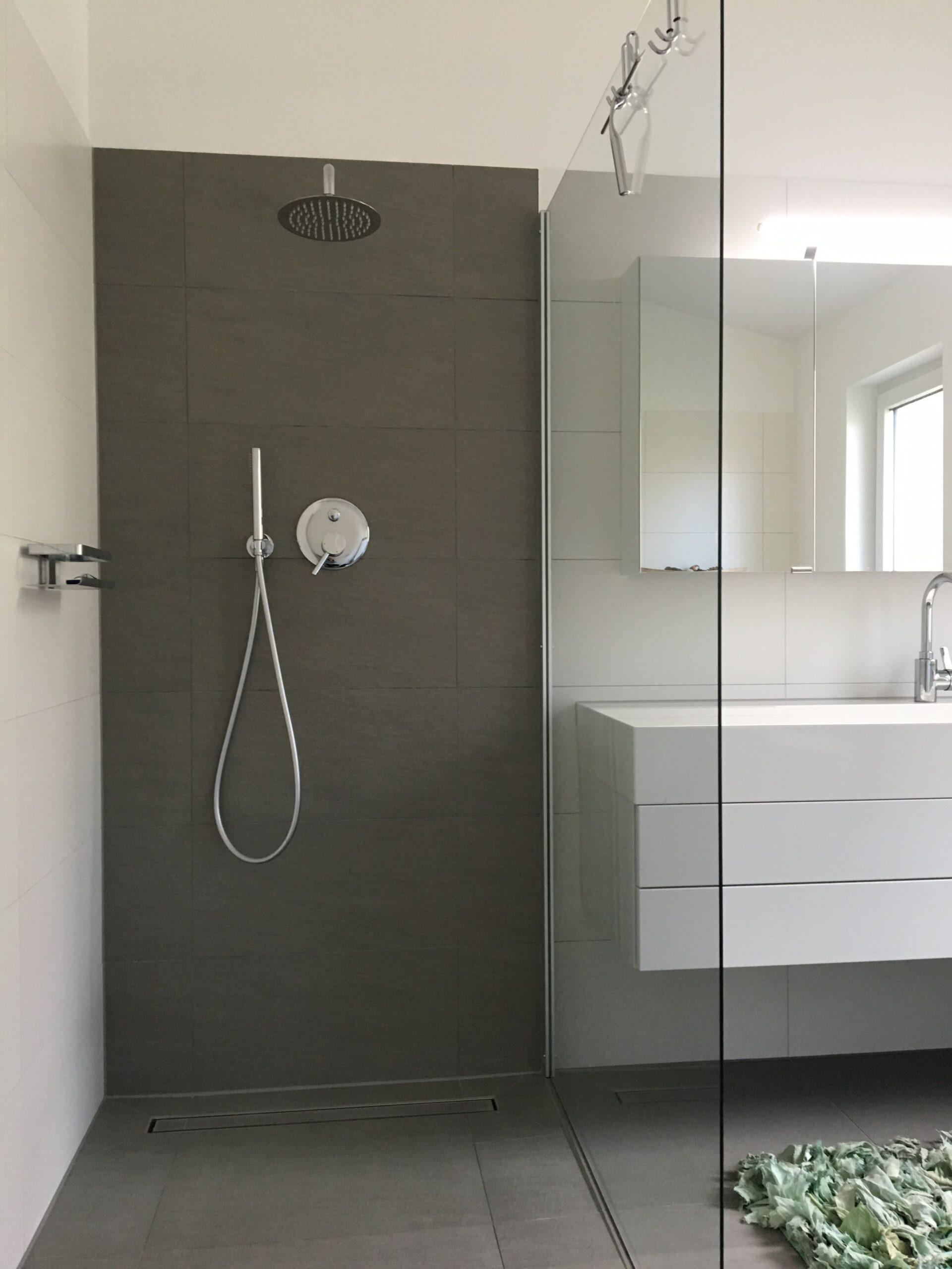 Full Size of Glaswand Dusche Badezimmer Fliesen Wasseranschluss Hinter Der Wand Moderne Duschen Küche Badewanne Mit Tür Und Begehbare Anal Pendeltür Schiebetür Dusche Glaswand Dusche