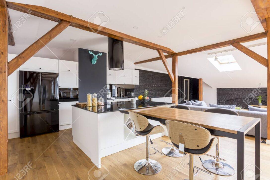 Large Size of Klassische Kcheninsel Und Tabelle Mit Barhockern In Entworfener Wohnzimmer Kücheninsel