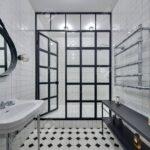 Glastrennwand Dusche Dusche Mit Aus Weien Fliesen Es Gibt Weie Begehbare Dusche Schiebetür Ebenerdige Duschen Grohe Glasabtrennung Hsk Barrierefreie Breuer Kaufen