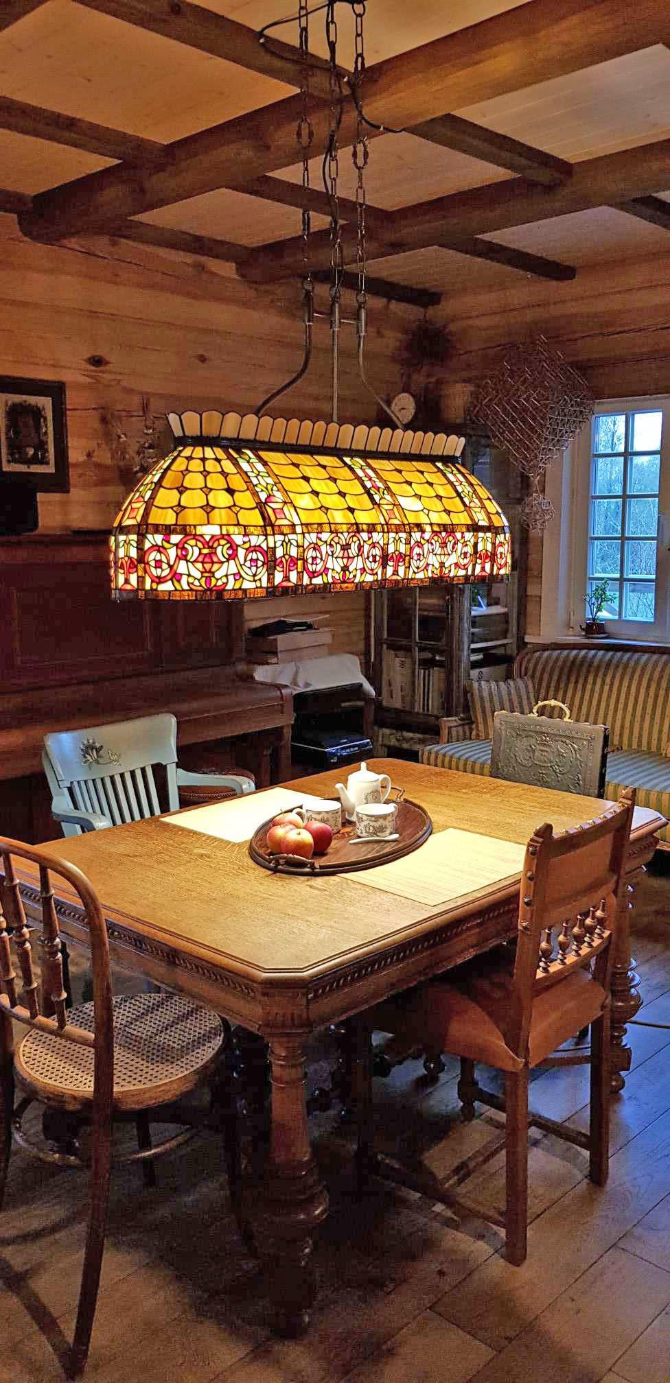 Full Size of Deckenlampe Esstisch Tiffany Billard Lampe Carrousel 5440 Lampen Wohnzimmer Landhaus Esstische Massivholz 2m Mit Stühlen Holz Weiß Ausziehbar Betonplatte Esstische Deckenlampe Esstisch