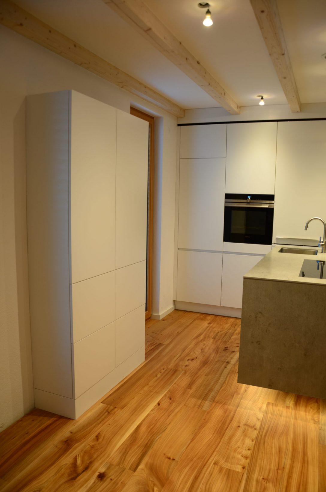 Large Size of Moderne Landhausküche Günstige Küche Mit E Geräten Büroküche Miniküche Kühlschrank Pendelleuchte Rückwand Glas Tresen Weiße Ausstellungsstück Wohnzimmer Beleuchtung Küche