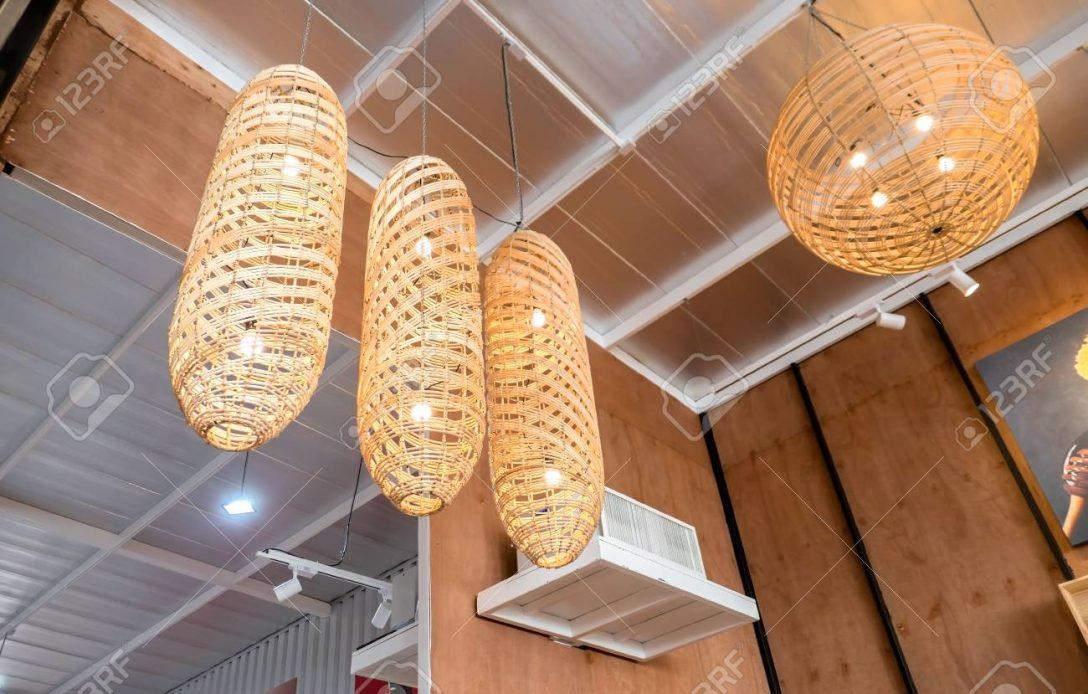Large Size of Holzlampe An Lizenzfreie Fotos Küche Schlafzimmer Wohnzimmer Für Led Bad Esstisch Betten Bett Im Wohnzimmer Holzlampe Decke