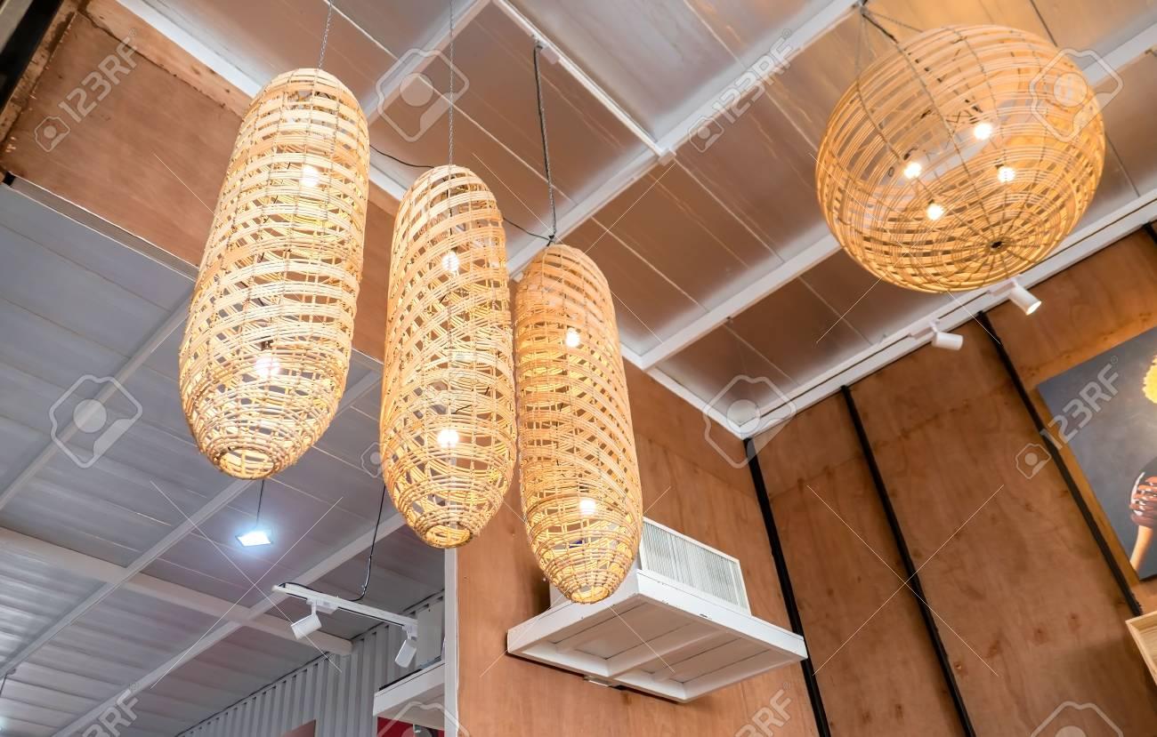 Full Size of Holzlampe An Lizenzfreie Fotos Küche Schlafzimmer Wohnzimmer Für Led Bad Esstisch Betten Bett Im Wohnzimmer Holzlampe Decke