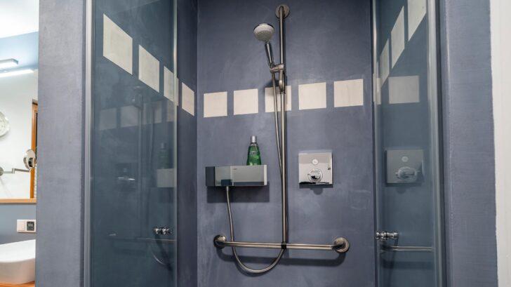 Medium Size of 018 Bad Im Holzstaenderhaus Ohne Fliesen In Der Dusche 04 Abfluss Küche Fliesenspiegel Tapeten Für Bodenebene Begehbare Rainshower Duschen Teppich Badezimmer Dusche Fliesen Für Dusche