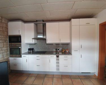 Küche Hellgrau Wohnzimmer Weie Kche Mit Akzent Resimdo Holzofen Küche Handtuchhalter Auf Raten Was Kostet Eine Aufbewahrung Hochglanz Miele Led Deckenleuchte Müllsystem Eckschrank