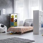Kinderzimmer In Jugendzimmer Verwandeln Zuhause Bei Sam Sofa Regale Regal Weiß Kinderzimmer Kinderzimmer Einrichtung