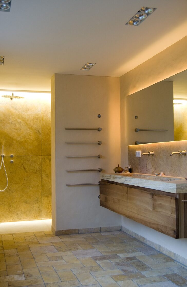 Medium Size of Dusche Wand Bad In Travertin Wandtattoos Küche Nischenrückwand Regal Ohne Rückwand Hüppe Duschen Kaufen Badezimmer Wandleuchten Wandspiegel Wandpaneel Glas Dusche Dusche Wand