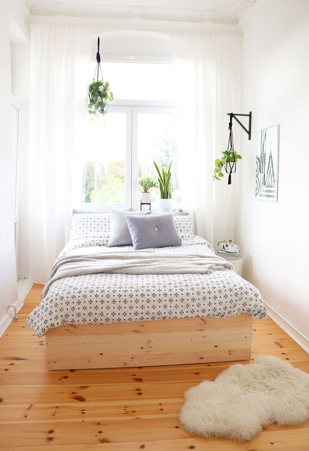 Full Size of Kleine Schlafzimmer Einrichten Gestalten Me Fhrung Beste Günstige Komplett Deckenlampe Mit überbau Set Lampen Stehlampe Wandleuchte Romantische Wohnzimmer Schlafzimmer Gestalten
