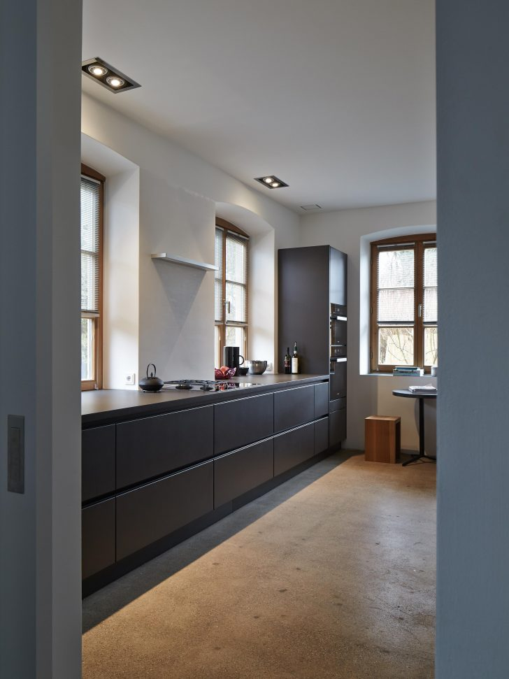 Medium Size of Geradlinigkeit In Der Kche Satinlack Modulküche Ikea Tapeten Für Die Küche Thekentisch Einbauküche Mit Elektrogeräten Edelstahlküche Gebraucht Wandtattoo Wohnzimmer Edelstahl Küche
