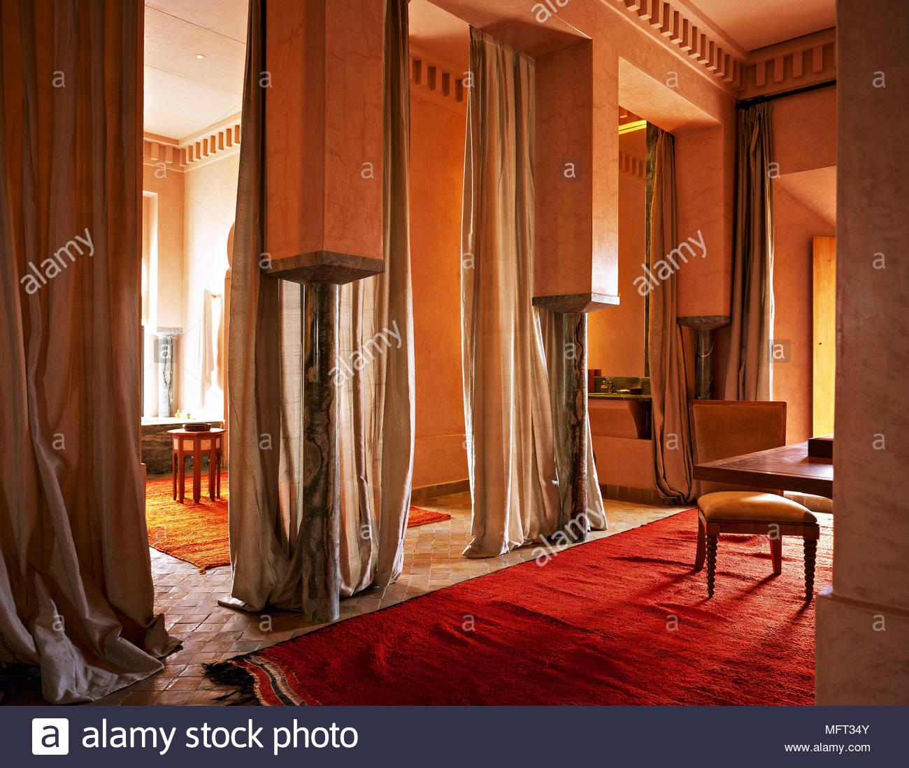 Full Size of Stehlampe Wohnzimmer Vitrine Weiß Vinylboden Tapete Tischlampe Anbauwand Hängeleuchte Dekoration Schrankwand Deckenleuchten Deko Gardinen Für Deckenlampe Wohnzimmer Vorhänge Wohnzimmer
