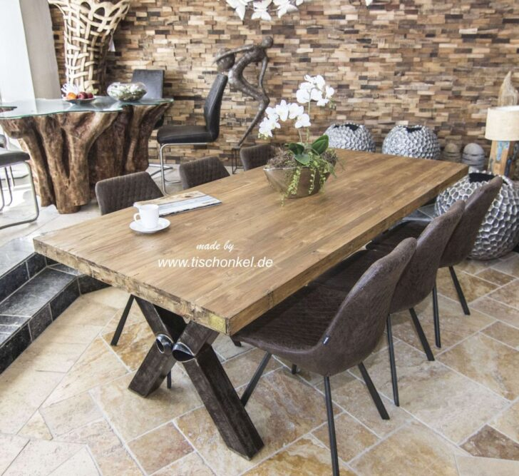Medium Size of Massivholz Esstisch Aus Recyceltem Holz Mit Rohstahl Der Tischonkel Esstische Rund Esstischstühle Oval Modern Wildeiche Weiß 4 Stühlen Günstig Ausziehbar Esstische Massivholz Esstisch