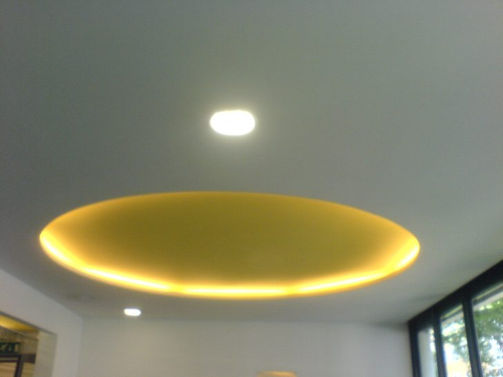 Medium Size of Indirekte Beleuchtung Decke Fileindirekte Beleuchtungjpg Wikimedia Led Deckenleuchte Bad Wohnzimmer Tagesdecke Bett Deckenlampe Küche Schlafzimmer Wohnzimmer Indirekte Beleuchtung Decke