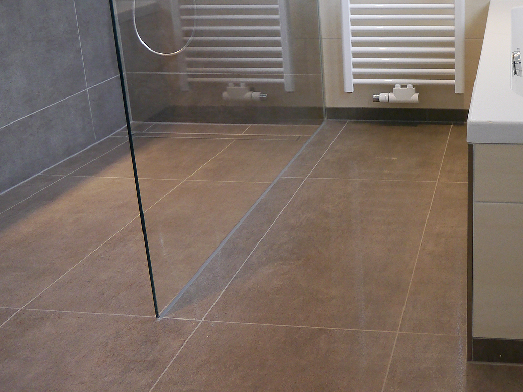 Full Size of Begehbare Duschen Bodengleiche Fliesen Middel Kaufen Hsk Sprinz Schulte Breuer Dusche Ohne Tür Hüppe Moderne Werksverkauf Dusche Begehbare Duschen
