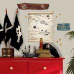 Piraten Kinderzimmer Kinderzimmer Piraten Schatzkarte Holzschilder Whiteboard Wandsticker Sofa Kinderzimmer Regale Regal Weiß