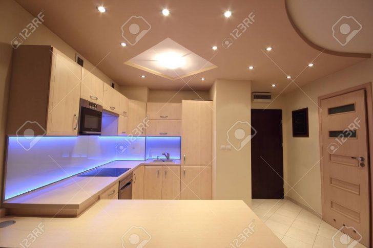 Medium Size of Beleuchtung Küche Wasserhahn Für Was Kostet Eine Neue Gardinen Die Werkbank Zusammenstellen Jalousieschrank Raffrollo Fliesenspiegel Selber Machen Klapptisch Wohnzimmer Beleuchtung Küche
