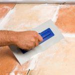Fliesen Verputzen Alternative Bei Veralteten Heimhelden Bodenfliesen Bad Küche Wohnzimmer Bodenfliesen Streichen