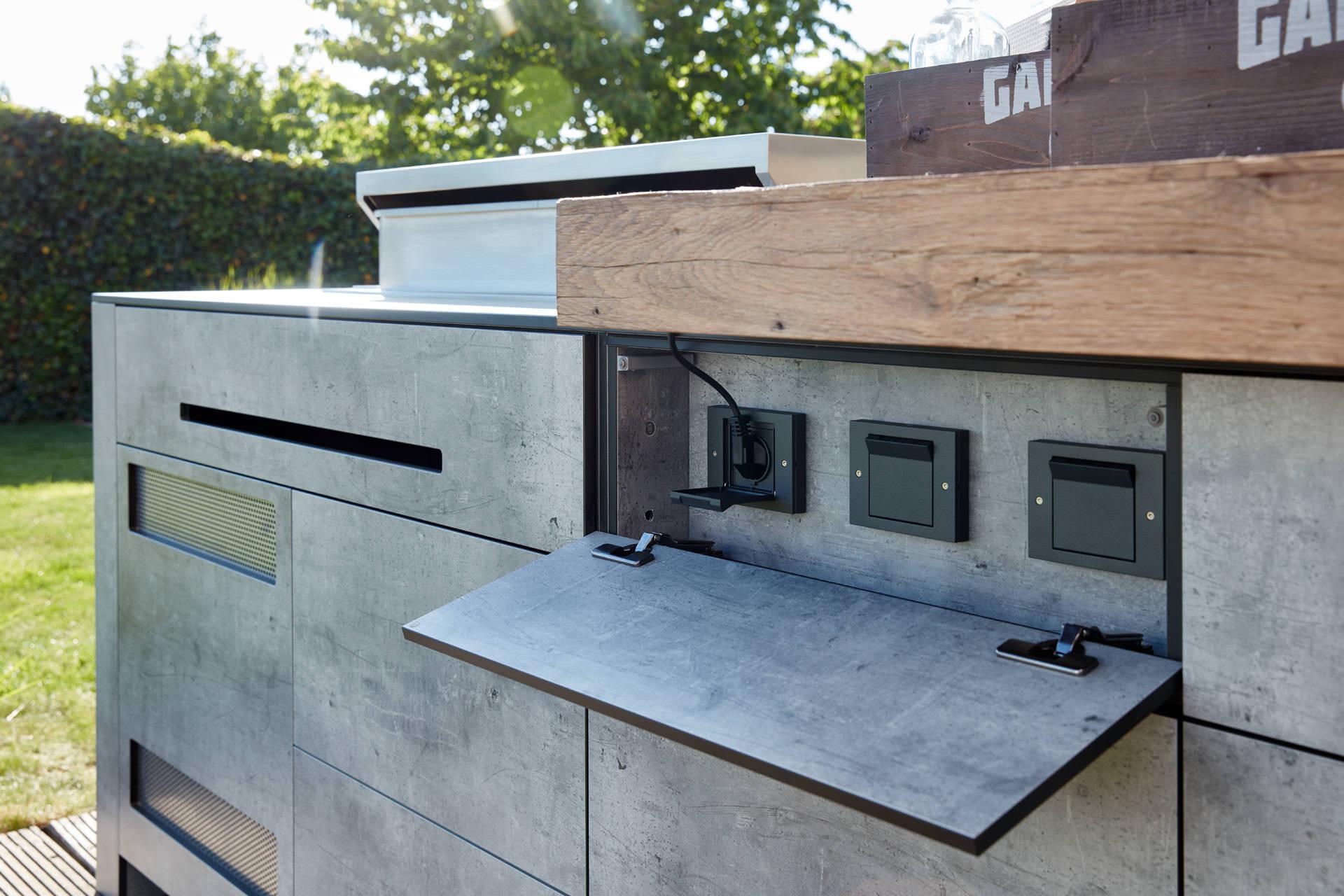 Full Size of Luxus Outdoorkchen Individuelle Wand Und Inselkchen Sitzecke Küche Einbauküche Mit E Geräten U Form Bodenbeläge Tapeten Für Singleküche Arbeitsplatten Wohnzimmer Outdoor Küche