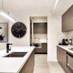 Schmale Kche Einrichten Pinterest Kleines Wohnzimmer Mit Pendelleuchten Küche Vorhänge Schubladeneinsatz Arbeitsplatten Singleküche Einbauküche L Form Wohnzimmer Minecraft Küche