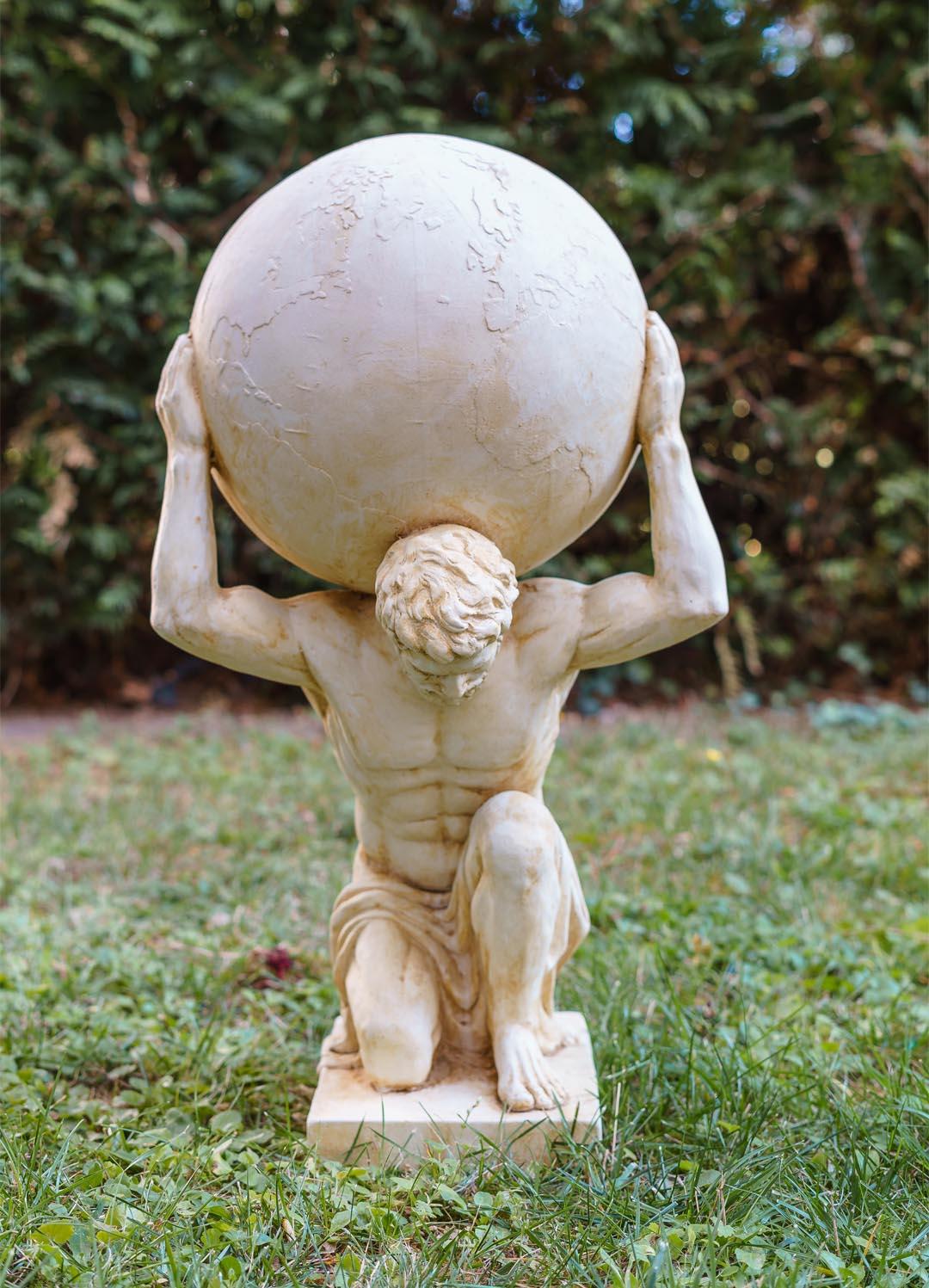 Full Size of Xl Atlas Titan Weltkugel Skulptur Figur Statue Garten Haus Antik Spielhaus Kunststoff Feuerstelle Pavillon Schaukelstuhl Loungemöbel Holz Liegestuhl Wohnzimmer Skulptur Garten