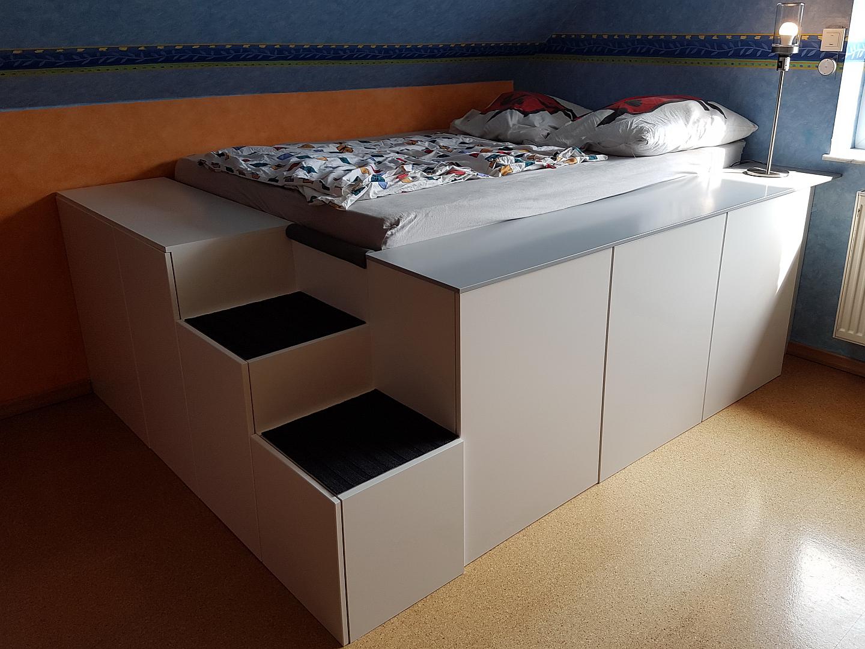 Full Size of Bett Mit Viel Stauraum Ikea Diy 140x200 Selber Bauen 180x200 120x200 Aus Kchenschrnken Homematic Integration Smart Wohnen Bettkasten Schwarz Weiß Breit Wohnzimmer Bett Mit Stauraum Ikea