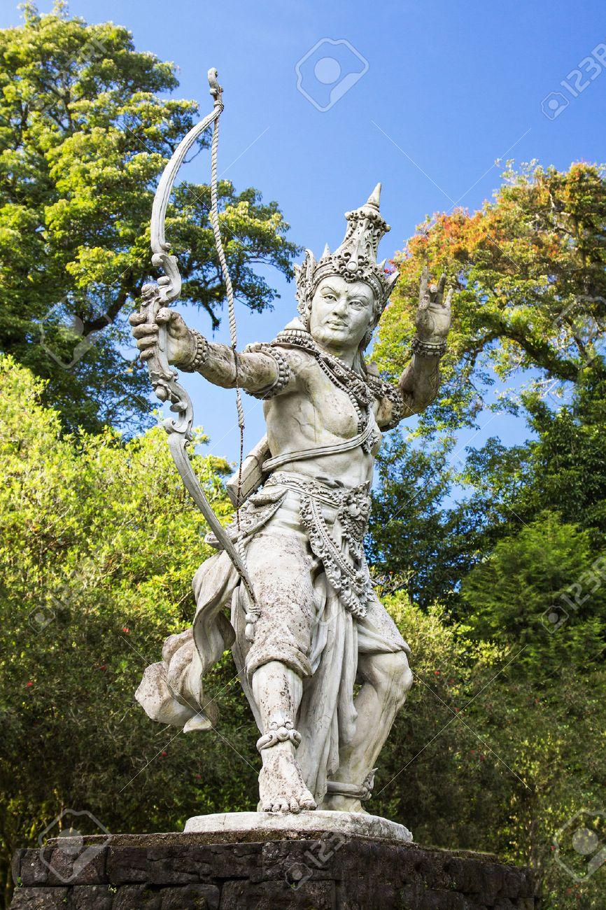 Full Size of Skulptur Garten Bogenschtzen Arjuna In Bali Botanischen Vertikaler Pergola Sauna Beistelltisch Leuchtkugel Klapptisch Liegestuhl Stapelstühle Spielgeräte Wohnzimmer Skulptur Garten