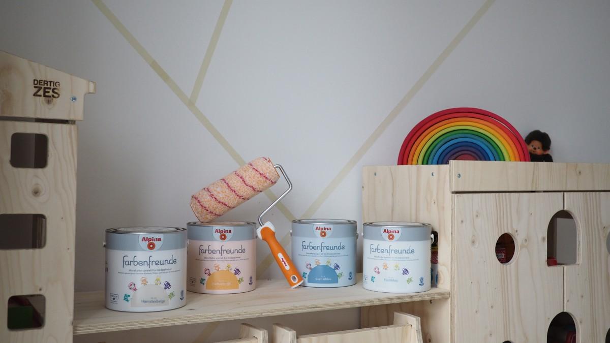 Full Size of Kinderzimmer Jungen Wandgestaltung Im Eine Kunterbunte Regal Weiß Regale Sofa Kinderzimmer Kinderzimmer Jungen
