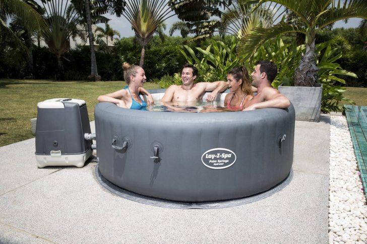 Medium Size of Whirlpool Aufblasbar Outdoor Winterfest Obi Garten Hornbach Test 6 Personen 2018 4 Rund Palm Springs Hydrojet Lay Wohnzimmer Whirlpool Aufblasbar