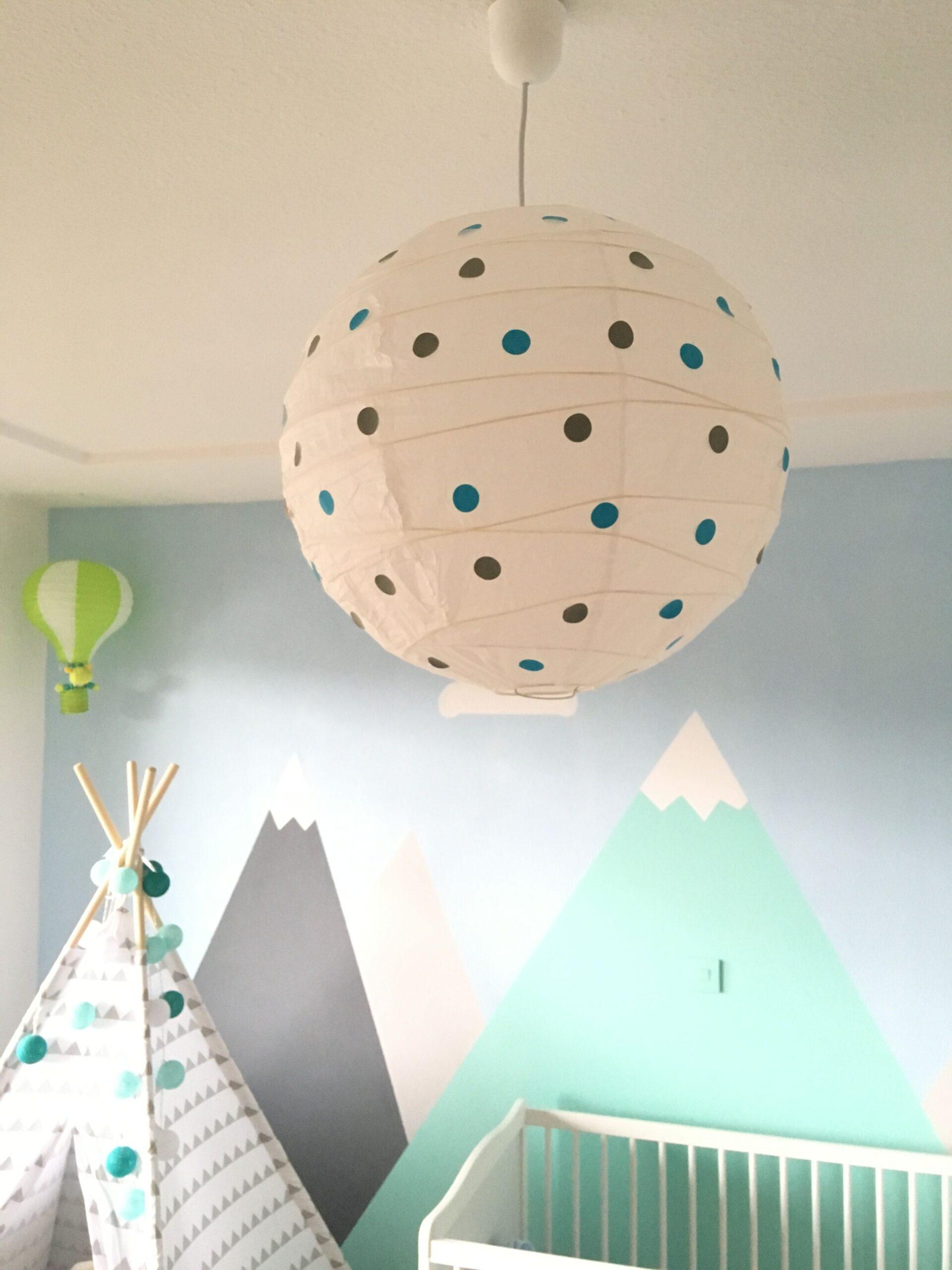 Full Size of Deckenlampen Kinderzimmer Lampe Idee Kinderzimmerlampe Deckenlampe Punkte Wohnzimmer Regale Sofa Regal Für Modern Weiß Kinderzimmer Deckenlampen Kinderzimmer