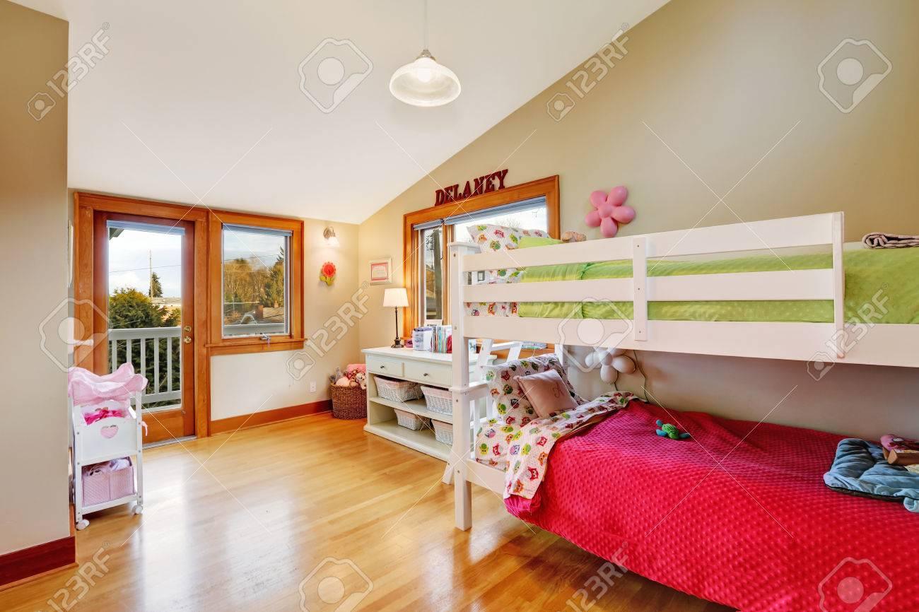 Full Size of Hochbetten Helle Mit Walkou Hochbett Und Schrank Sofa Regale Regal Weiß Kinderzimmer Hochbetten Kinderzimmer