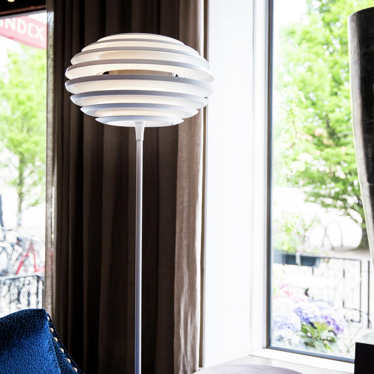 Full Size of Weie Stehlampe Modern Wohnzimmer Tapete Küche Moderne Esstische Modernes Bett Deckenlampen Esstisch Duschen Bilder Schlafzimmer Weiss Holz Design 180x200 Wohnzimmer Stehlampe Modern