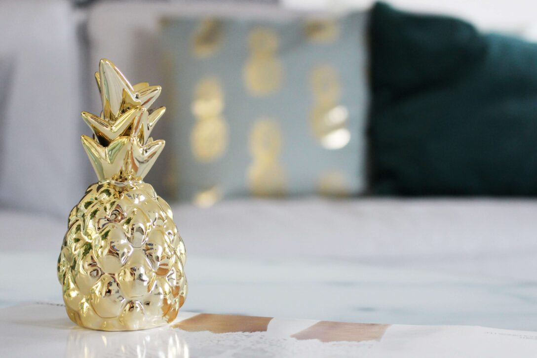 Large Size of Wohnzimmer Dekorieren Unsere Neue Deko In Grn Gold Bilder Modern Led Deckenleuchte Schrankwand Poster Tapete Vorhänge Beleuchtung Lampen Sideboard Großes Wohnzimmer Wohnzimmer Dekorieren