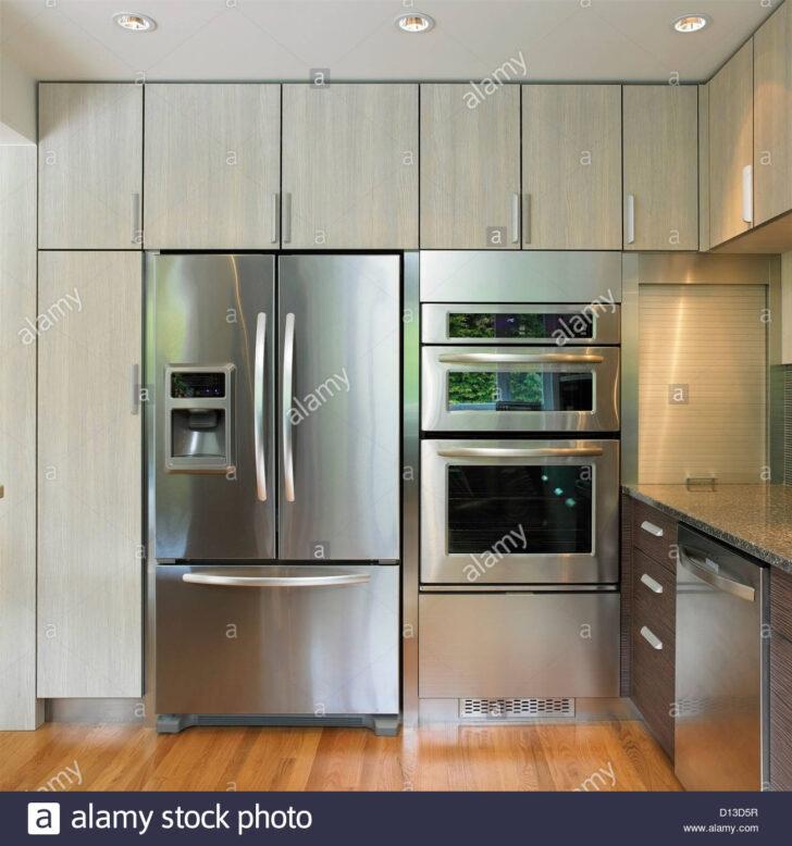 Medium Size of Küchenwand Kchenwand Mit Eingebautem Khlschrank Und Wand Ofen Victoria Wohnzimmer Küchenwand