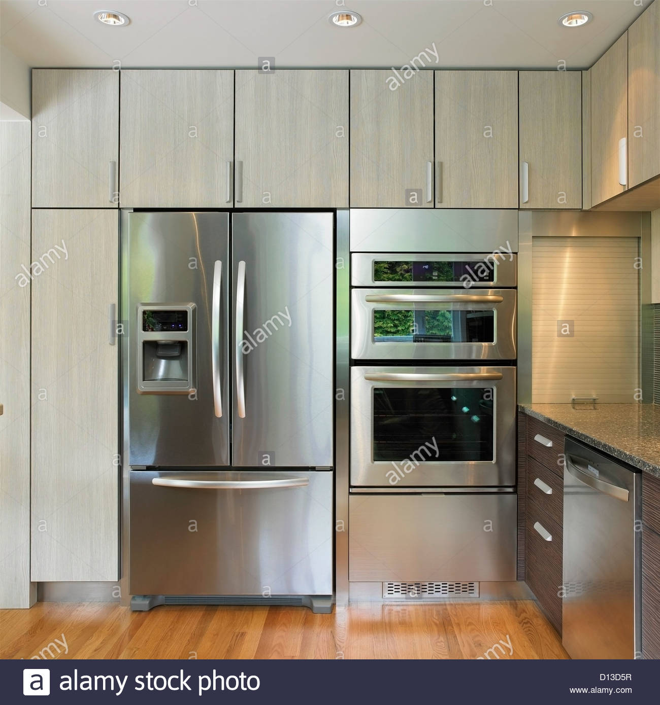 Full Size of Küchenwand Kchenwand Mit Eingebautem Khlschrank Und Wand Ofen Victoria Wohnzimmer Küchenwand