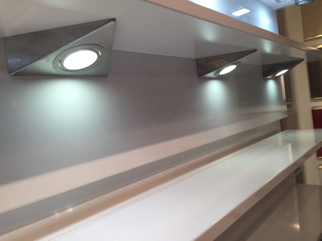 Large Size of Beleuchtung Küche In Der Kche Kchen Info Kleine L Form Gardinen Für Die Sitzecke Armatur Salamander Vinyl Ebay Einbauküche Schreinerküche Was Kostet Eine Wohnzimmer Beleuchtung Küche